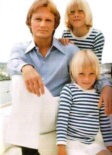 Claude et ses 2 fils .