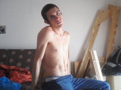 une pose torce nue completement