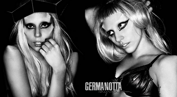 "- "" BORN THIS WAY "" certifié double disque de platine en France-"