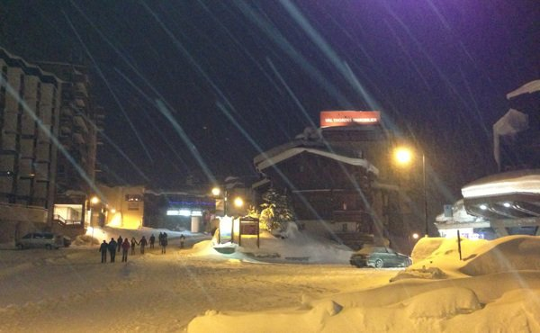 Val-tho by night.