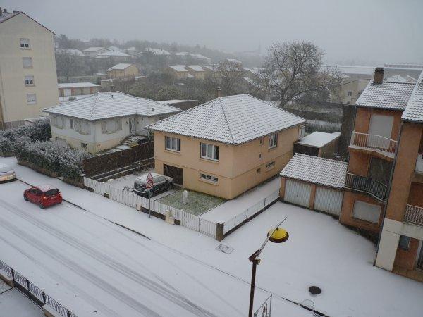 il neigeait....