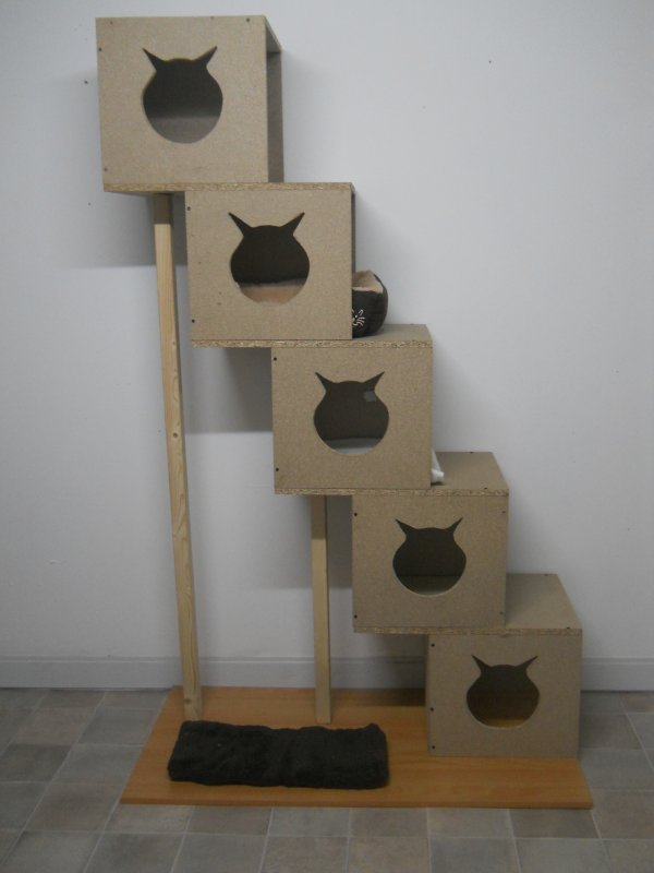 voici mon nouvel arbre chats fait maison en bois. Black Bedroom Furniture Sets. Home Design Ideas