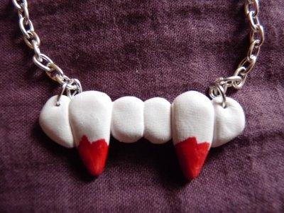Collier Dents de Vampire