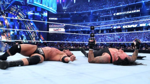 Photogallery: The Undertaker vs. Triple H - No Holds Barred Match