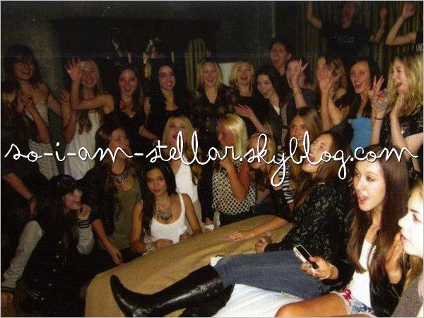 . 1 Septembre 2011: Sammi & Stella avec leurs (grande) bande d'amis SUITE  .