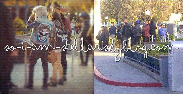 . 6 Janvier 2012: Les premières candids ne sont pas avec Vanessa non...   .