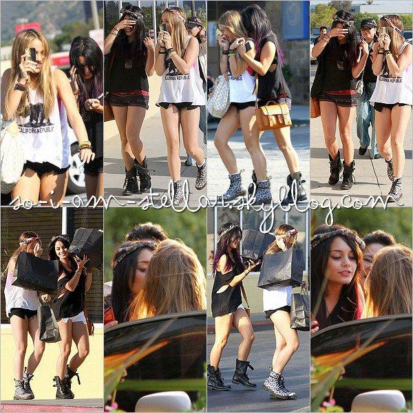 . 15 Juin 2012: Hey cutie sisters ! .