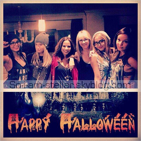 . Stella était a la soirée organisée par Vanessa chez elle avec Laura New et des amis + a Universal studio ou elles ont fêter une fois de plus Halloween en compagnie d'Ashley Tisdale .