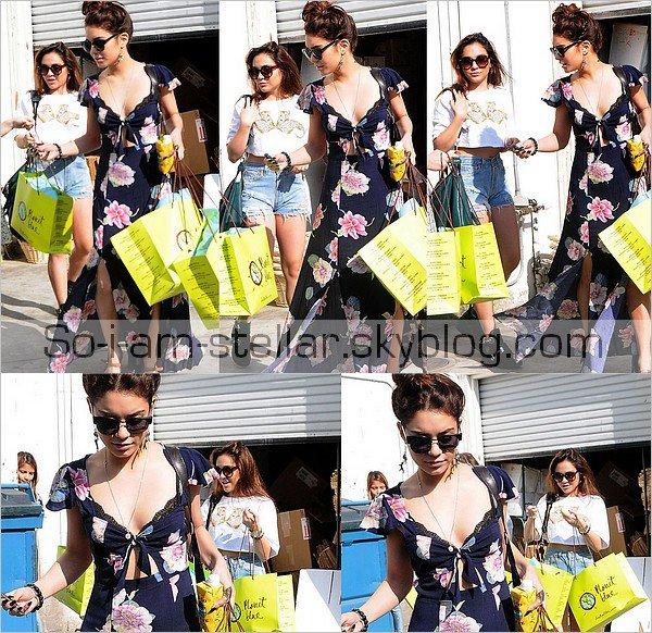 . 27.03.13 : Vanessa et Stella sont aller faire du Shopping a planet blue ou on plutot DEVALISER le magasin en vu du festival coachella auquel elles iront dans quelques jours ;) .