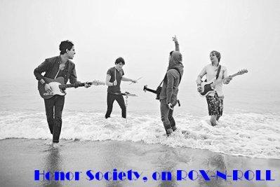 """_______G-r-o-u-p-e-:________Honor Society un groupe Pop Rock Américain. - Honor Society est un groupe composé de 4 membres (Michael Bruno, Alexander Noyes, Jason Rosen et Andrew Lee), ils sont super amis avec les Jonas Brothers (vue qu'Alex est leur ancien Batteur) et ont gagné en popularité après avoir fait une musique pour les films """"Bandslam"""" et pour """"The Wizzard of Waverly Place (Film)"""". C'est un groupe qui fait des musiques qui correspondent à notre vie de tous les jours et que j'apprécie énormément !!!!"""