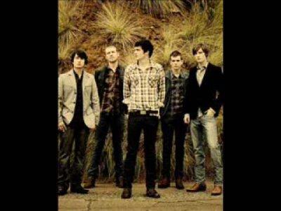 """_________G-r-o-u-p-e:________Parachute est un groupe Pop Rock originaire de Charlotte's ville (Virginie) aux U.S.A. - Le groupe avait pour nom avant """"Sparky's Flaw"""" et il est composé de 5 membres (Will Anderson, Johnny Stubblefield, Alex Hargrave, Kit French et Nate McFarland). Ils n'ont pas encore un énorme succés mais je pense qu'il ne va pas tarder à arriver."""