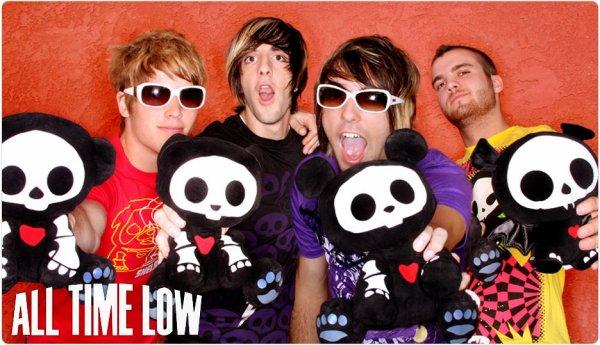 ______G-r-o-u-p-e-:______All Time Low, un groupe de Pop Punk américain.- Il est composé de 4 membres (Alex Gaskarth, Jack Barakat, Zack Merrick et Rian Dawson), originaires de Baltimore, Maryland (U.S.A), ils ont formé le groupe en 2003 et sont donc actifs depuis cette année-là jusqu'à aujourd'hui. A l'origine, le groupe se nommé NeverReck mais ils ont décidés de changer de nom pour All Time Low suite aux paroles de la musique Head On Collision de New Found Glory. Ils ont réalisé en 8ans : 3 E.P, 4 albums et 1 DVD live. Un groupe tout simplement fantastique <3.