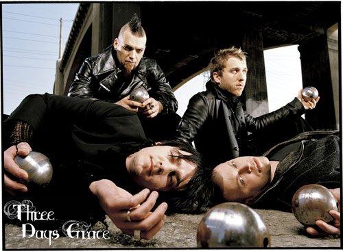 _____G-r-o-u-p-e-:_____Three Days Grace, est un groupe d'alternative metal/post-grunge canadien. - Il est actuellement composé de 4 membres (Adam Gontier, Neil Sanderson, Barry Stock & Brad Walst) et s'est formé en 1992 à Norwood, Ontario, Canada tout d'abord sous le nom de Groundswell.  Ils se sont séparés aux environs de 1997, puis se sont revenus sous le nom de Three Days Grace, que l'on peu d'ailleurs abréger comme 3DG ou TDG. Ils ont seulement commencé à sortir des oeuvres en 2003 et ont jusqu'à ce jour réalisé 3 albums. C'est un groupe inspiré par beaucoup de groupes épiques, ils ont notamment tourné des clips impressionant ayant chacun un sens caché et ayant à chaque fois un rapport avec les paroles de la musique. Leurs musiques sont très profondes et j'aime beaucoup.