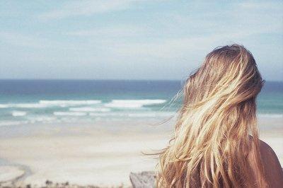 Ton sourire me décolle le coeur comme du vieux papier peint.