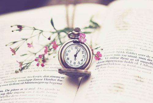 L'univers m'embarrasse et je ne puis songer que cette horloge existe et n'ai pas d'horloger.