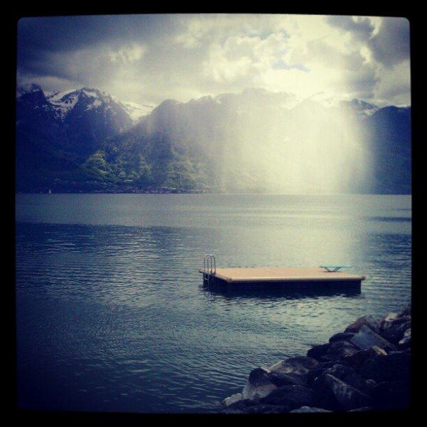 _Raining on the Lake