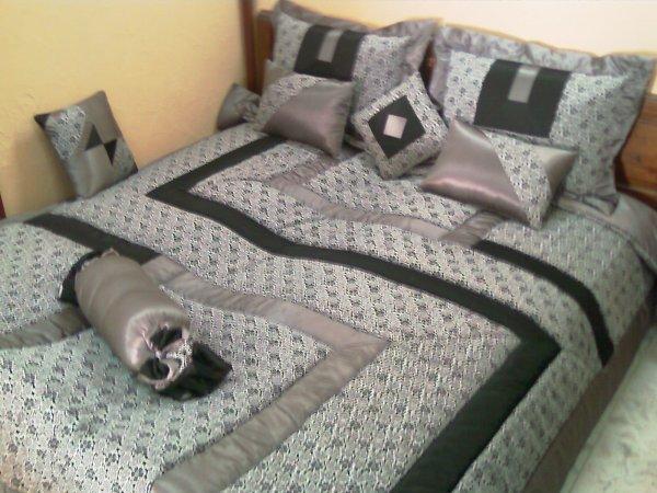couvre lit 2 places decorais. Black Bedroom Furniture Sets. Home Design Ideas