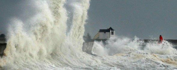 00570 - Loin d'être vague cette vague