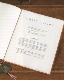 06925 - Pauvre CONSTITUTION
