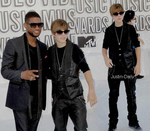 """MTV Music Video Awards 2010 ------------------------------------------------------------------------------------------------------------------------------------------------------------------------------ Hier soir, ont eu lieu les MTV Music Video Awards 2010, avec entre autre, Usher, Rihanna, Katy Perry... D'ailleurs il en a profité, voir ICI ! & Justin était nominé dans la catégorie """"Meilleur Nouvel Artiste"""". Et devinez quoi ? IL A GAGNE (:  ------------------------------------------------------------------------------------------------------------------------Pour les vidéos, voilà la vidéo de la récompense ICI, celle où il a chanté en faisant un remix de U Smile, Baby & Somebody To Love à voir ICI, et une où il est sur le tapis rouge avec Usher ICI (;  ------------------------------------------------------------------------------------------------------------------------Autre news, on sait toutes qu'en ce moment, Justin fait """"polémique"""" & surtout en France, les groupes anti-justin, tout le monde connaît, mais ce dernier prendrait-il la grosse tête ? A voir ICI. ------------------------------------------------------------------------------------------------------------------------Si tu prends, tu crédites ! (lien)"""