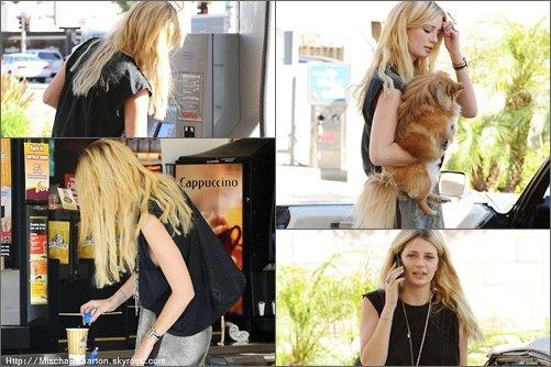 . 28/10/10 : Mischa est visiblement vite revenue de son voyage à Londres. Elle a été photographiée hier dans Los Angeles, entrain de mettre de l'essence puis prendre un café. Sur ces photos, elle a l'air en pleine ! .
