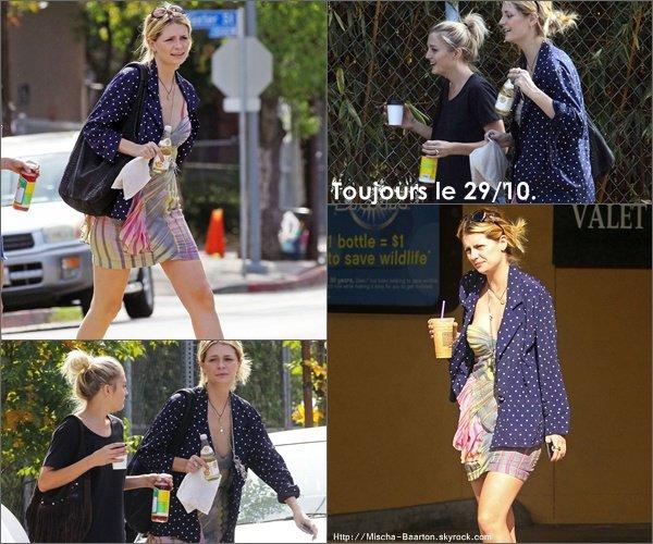 . 29/10/10 : Mischa se dirigeant au Urth Cafe dans Hollywood.Elle est superbe mais sa tenue c'est pas tros sa :/.  .