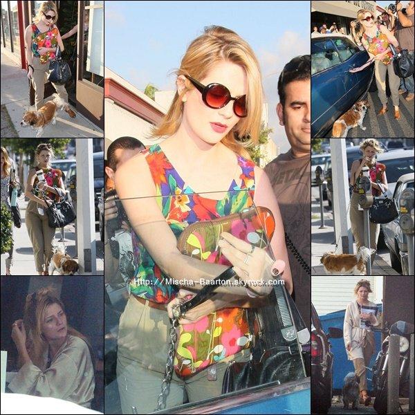 . 06 Nov 2010 : Mischa s'est rendue à un évènement fashion dans Beverly Hills.On peut apercevoir ces cheveux sans extensions donc plus raccourcis. Sa lui va comme un gant ! Dans la meme journée on la voi sortir d'un coiffeur .  .