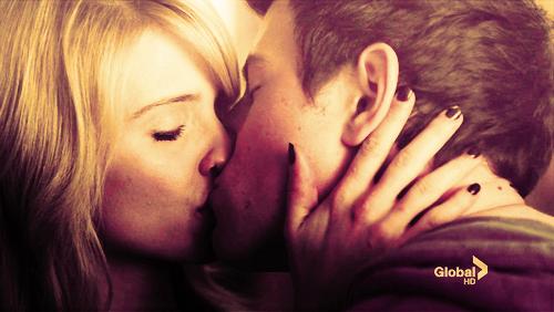 « Ne t'enfuis pas mon amour, et si tu le fais je t'en pris, enmène moi .... »