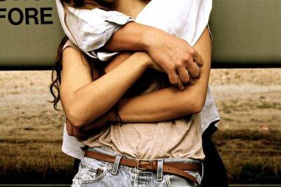 A tout les hommes qui en bavent car la femme est plutôt chiante.Mais si douce, possésive et attachante. N'attendez pas qu'elle parte, retenez-la, avant qu'une autre bombe ne lui dise je t'aime.