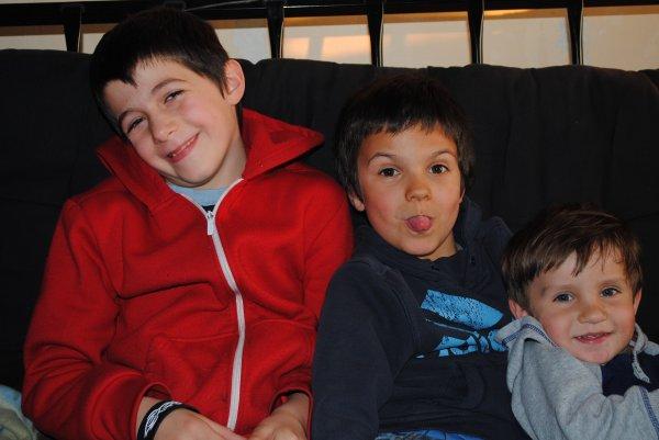 Le neveu et les p'tits cousins ♥.