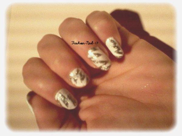 Nail Art --->Reveillon 2013. Gris argentè et blanc