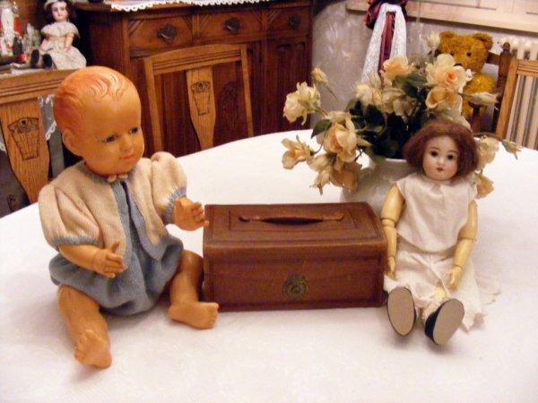 Romeo et Rosette vous montre ma trouvaille du jour ,que se cache il dans c'est petite valise en cuir?