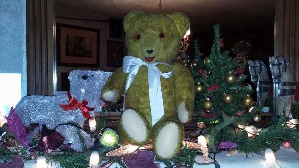 Je me présente je m'appelle Noël,je suis venue le jour de Noël,très belle soirée à vous tous
