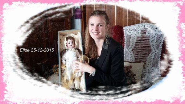 Ma petite fille Elise avec sa poupée Elise que j'ai offert pour ces 20ans