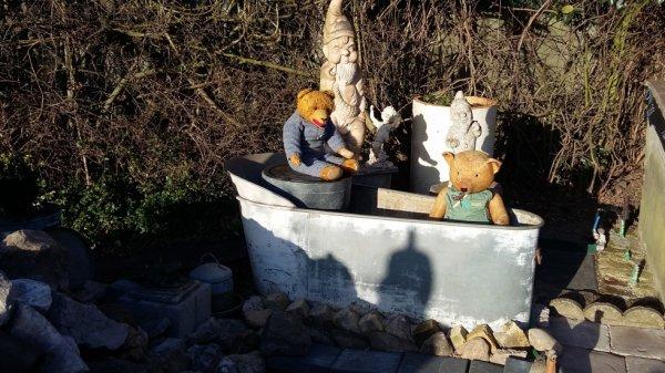 Archibald et baron dans la baignoire en attendant les fontaines+++