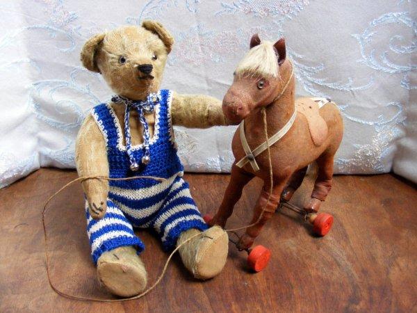 Voici mon Sweetheart avec une autre toilette et son cheval pour vous souhaité une belle soirée à vous tous+++++