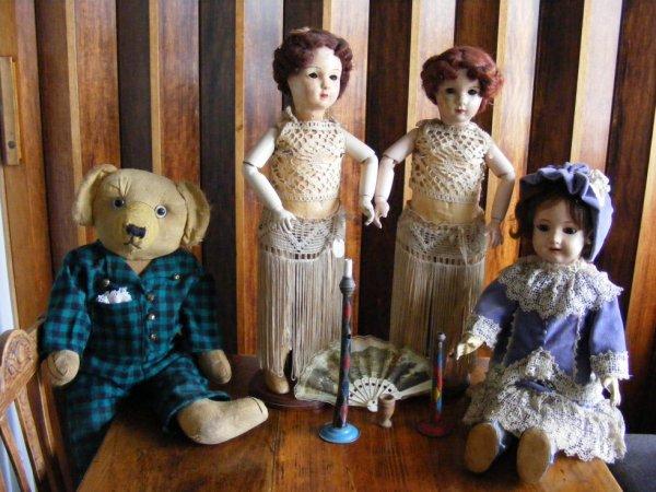Clément vous montre ces copines,Sandra et Emilie poupées marcheuse    et Pauline tous en papier mâché++++