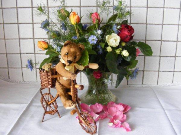 Mon petit ours souhaite une bonne fête à tout les maman++++