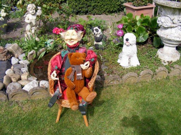 Le lutin et ours Pilou vous souhaites un beau weekend à vous tous++++