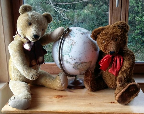 Mes deux ours vous souhaite une belle journée+++++