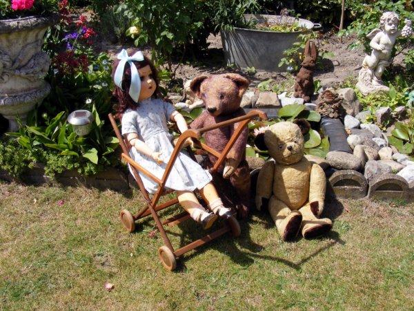 Ma poupée Angelina en compagnie vous souhaites un bonne journée à vous tous+++++