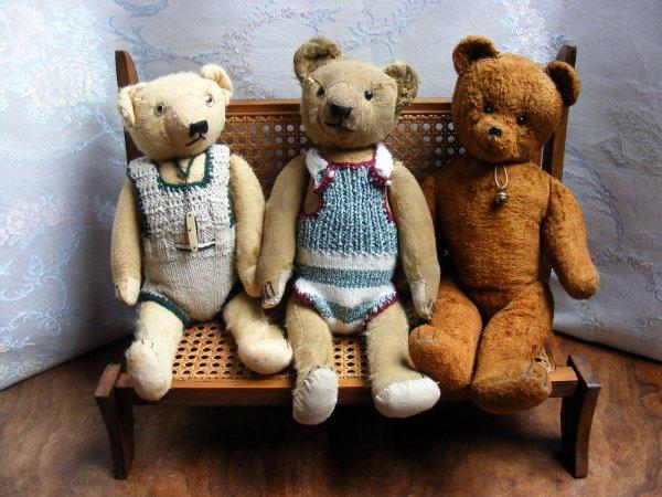 Mon Canapé que mon mari viens de finir n'est il pas beau?mes petits ours sont ravi!beau weekend à vous tous+++