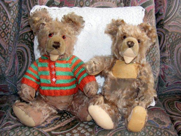 deux frères de chez Steiff qui se sont retrouvé chez nous après une vie bien mouvementé maintenant en repos bien mérité.
