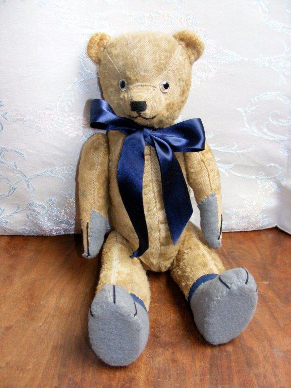 Mon petit Barnabi à son arrivé,depuis grand restauration et maintenant de retour un ours bien aimé.