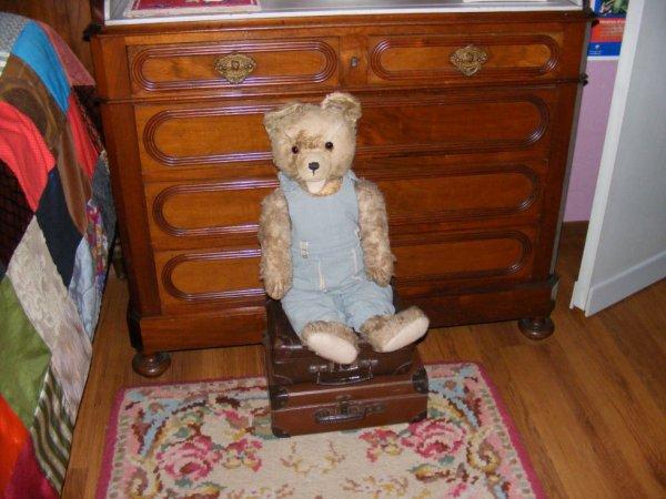 mon ours Armand vous siuhaite à tous une bonne journée++++