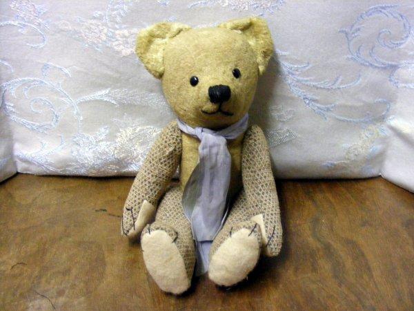 Je vous montre un petit ours qui étais très malheureux il lui manqué les yeux un bras et une jambe maintenant rétablis et de retour heureux +++