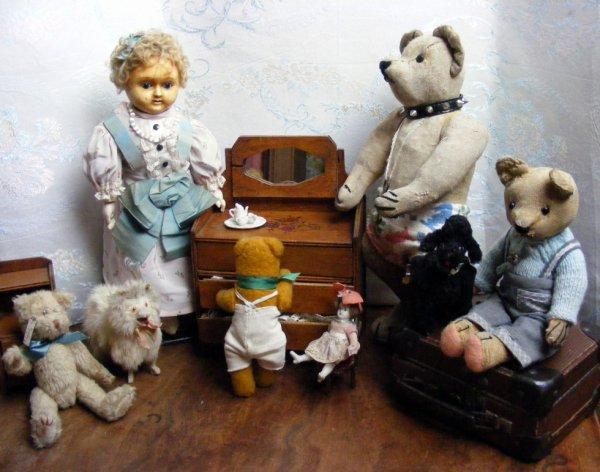 voici Ingrid né vers 1850 genre Japonaise de Motschman en compagnie de quelques ours