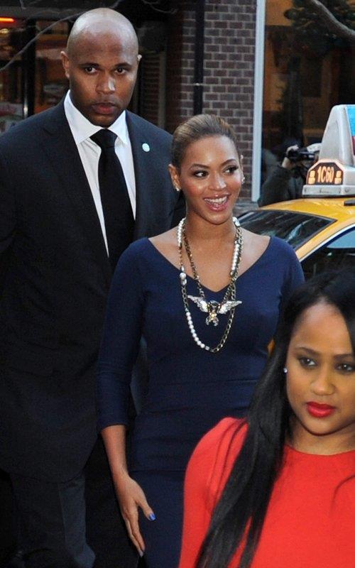 beyonce a ny avec la mere de jay z et tina qui sont venue soutenir michelle obama