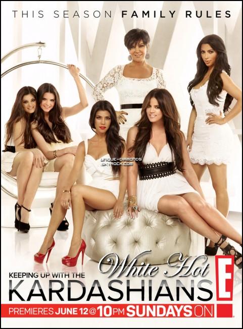 """Kourtney vient de dévoiler 2 photos promotionnelles de Keeping Up With The Kardashians qui débutera le 12 Juin 2011 sur E! USA. Elles sont très réussies , la """"Wild Side"""" (sur laquelle Kourtney porte une robe Halston Heritage d'une valeur de $779) est très originale ça change beaucoup des anciennes mais je préfère la """"White Hot"""". Laquelle préférez-vous ? Vous pouvez voter sur le site de E! pour les aider à choisir clique"""