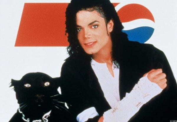 Exclusif: les images du terrible accident du roi de la Pop en 1984